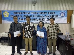 Foto Bersama Pesera Terbaik dengan Ketua HIPKI Pudat dan Jakarta